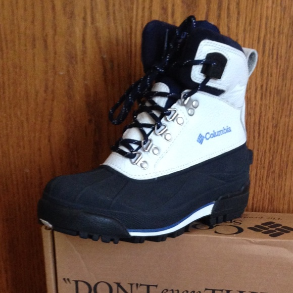 39% off Columbia Shoes - NWT!! Columbia Women's snow boots. Size 9 ...