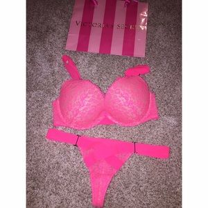 569e6c499 Victoria s Secret Intimates   Sleepwear - 💥BF SALE💥 Victoria s Secret bra+panty  set