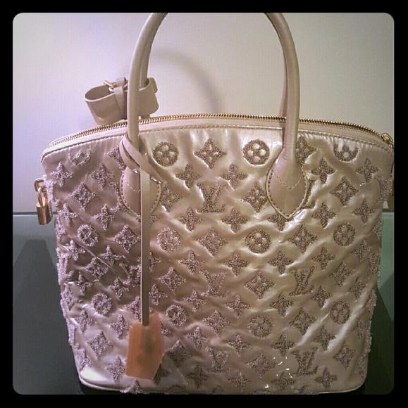 Louis Vuitton Handbags - 💘Sale💞Louis Vuitton Lockit Fascination Gris 9967fb9f31153