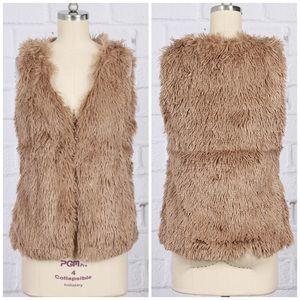Jackets & Blazers - ▪️HP▪️NEW Mocha Brown Vegan Faux Fur Vest