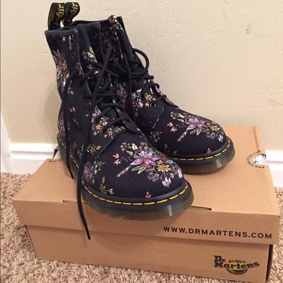 Dr Martens Castel Boots
