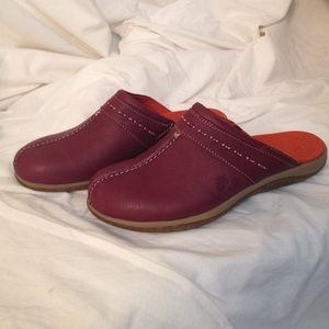 Acorn Shoes - C2G Light clogs in wine color NWOB