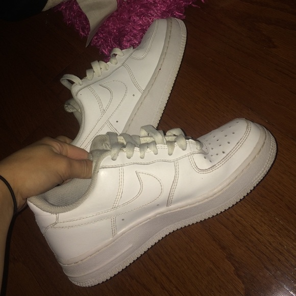 SIZE 4 GS WHITE NIKE AIR FORCE 1