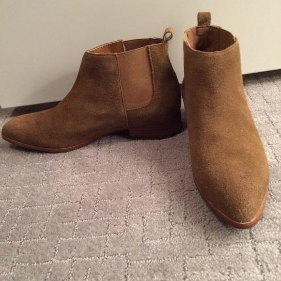 GAP Shoes   Gap Leather Chelsea Boots