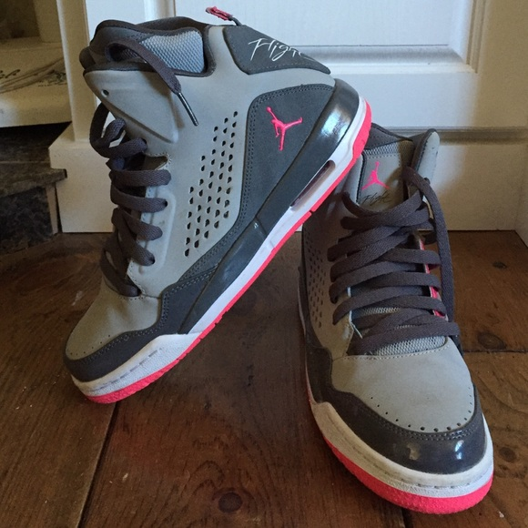 Jordan flights, pink and grey size youth 6