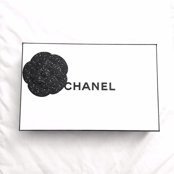 CHANEL Other - 🌻new CHANEL gift box with ribbon🌻