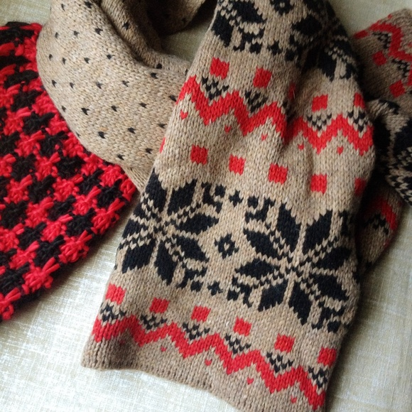 Old Navy - Old Navy fair isle scarf from Shannon's closet on Poshmark