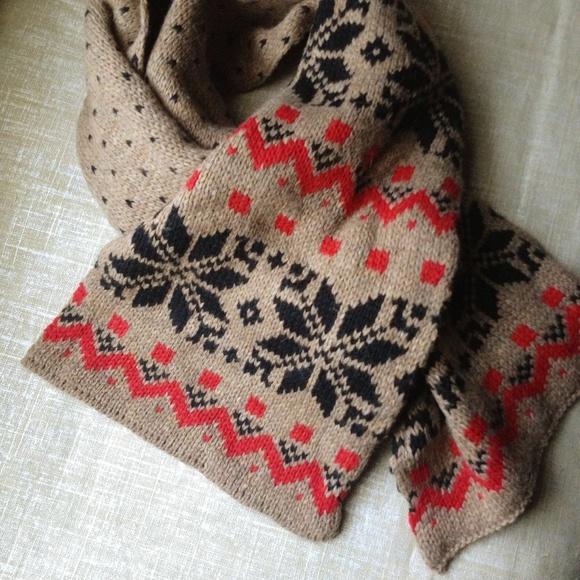 Old Navy - Old Navy fair isle scarf from Shannon's closet on Poshmark