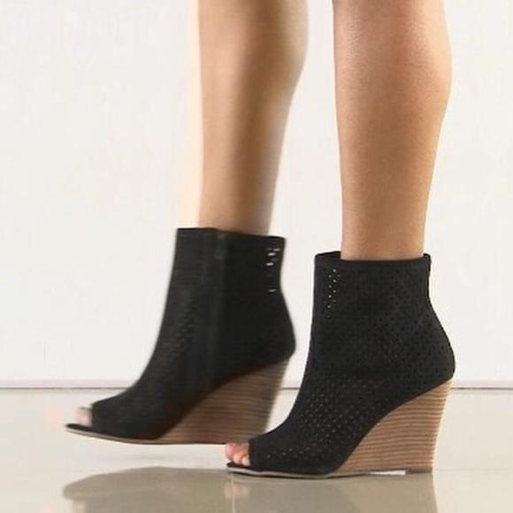 9275d842f96 🆕Carlos Santana peep toe wedge ankle bootie