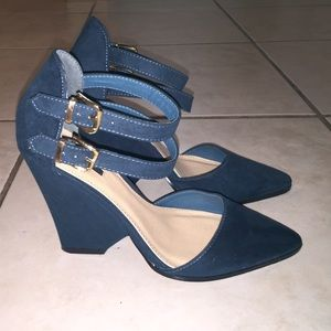 Double strap, cut out thick wedge heel.