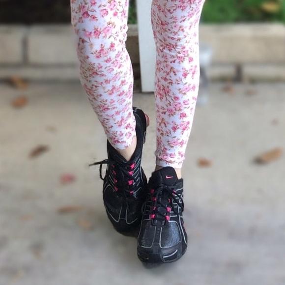 save off 24322 f8e79 Nike women shox black and pink. M 563ad38aeaf030591200249b