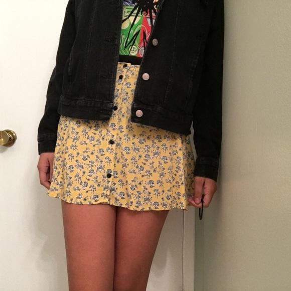 3b524ec6fd H&M Skirts   Pale Yellow Floral Button Up Skirt   Poshmark