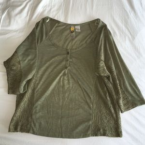 Mimi Chica sz M olive mid sleeve shirt with lace