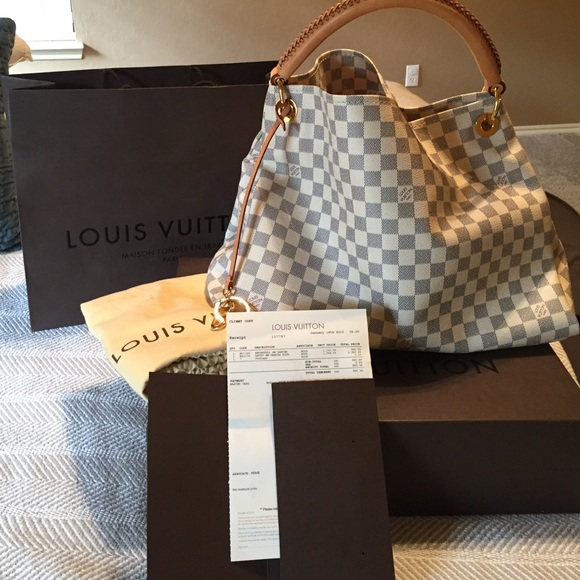 5c123e374885 Louis Vuitton Handbags - Louis Vuitton Artsy MM Damier Azur