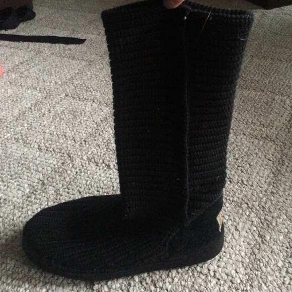 black crochet uggs