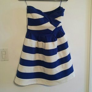 Navy Blue & White strapless sweatheart neck dress