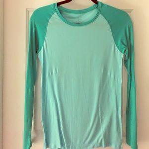 Champion Dry Fit Baseball Style Athletic Shirt
