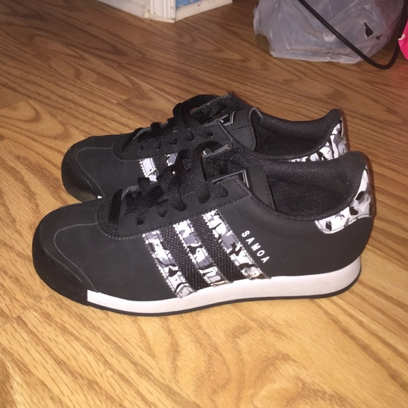 black and camo samoa adidas BOYS SIZE 5 WOMENS 7