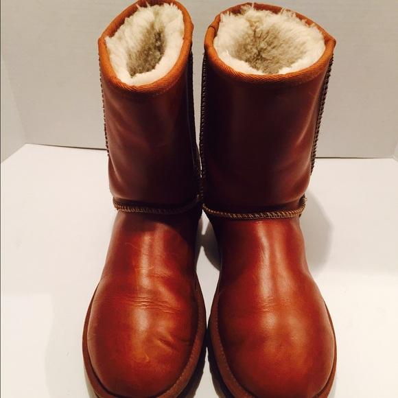 UGG leather short chestnut brown boots size 9