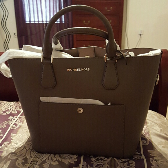 37 off michael kors handbags nwt auth michael kors. Black Bedroom Furniture Sets. Home Design Ideas
