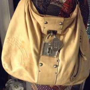 Juicy Couture Handbags - juicy Couture large leather Hobo light tan