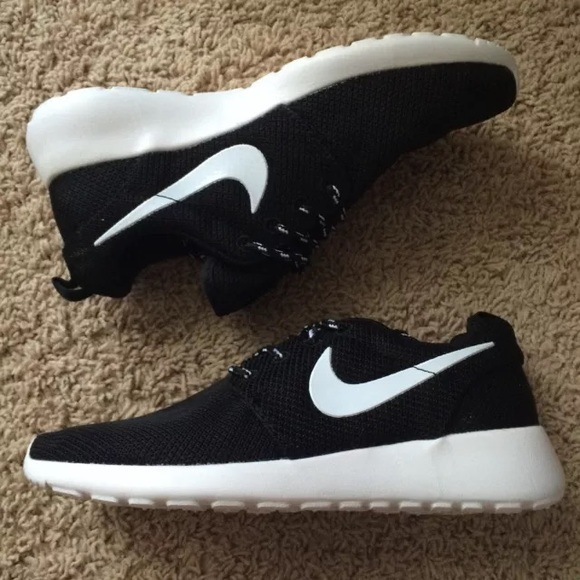 wholesale dealer c2141 63579 Nike Roshe. Women s. Size 7. NO BOX!!