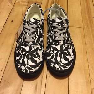 Bucketfeet never worn shoes
