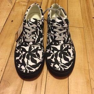 Bucketfeet Shoes - Bucketfeet never worn shoes