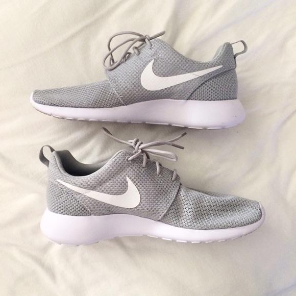 finest selection 6d335 db549 MENS Nike Roshe -Wolf Grey & White