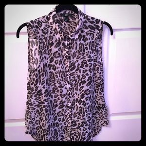 New H&M animal print sleeveless collar button down