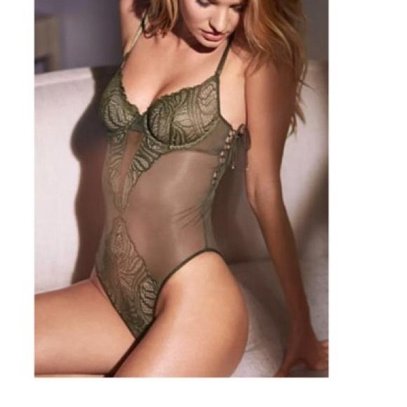 8c34f15d72 Victoria s Secret green side lace teddy! 36D 🔥🔥