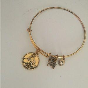 Jewelry - Minnie Mouse bracelet