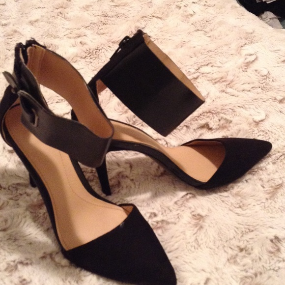 68c5bbe220f Zara Trafaluc ankle strap heels. M 563ee980c7dcbf1a1101743e. Other Shoes ...