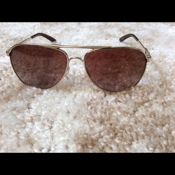 2ab98c7139 Oakley Daisy Chain Aviator Sunglasses OO4062-08. M 563eea3c2de512f0880173f2