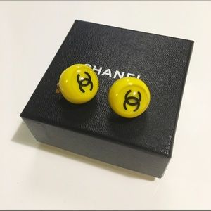 Auth Chanel clip on earring