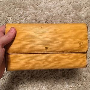 Louis Vuitton epi long wallet