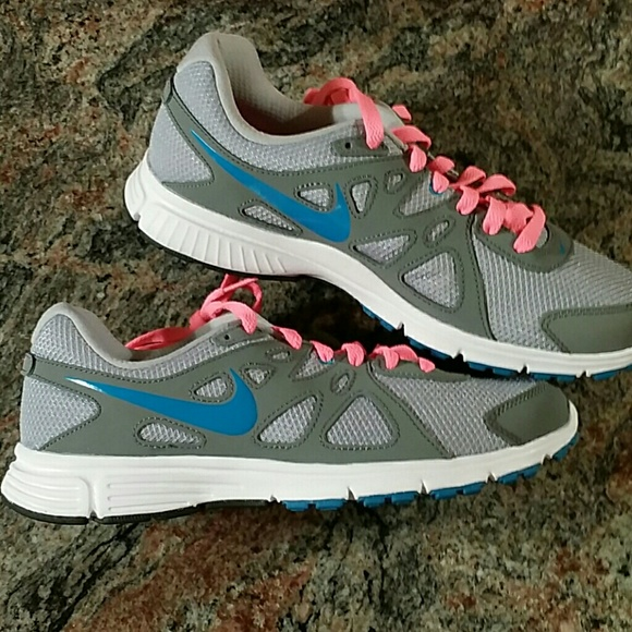 95ca87cc91 Nike women s running shoes gray   pink   blue