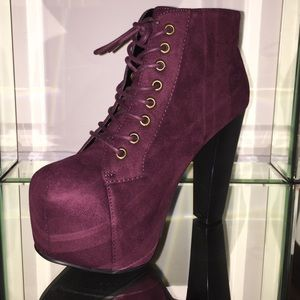 ♠️HP♠️Platform lace up booties in Wine