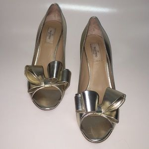 Valentino Shoes - Valentino Garavani Gold Metallic Peep Toe Bow Pump