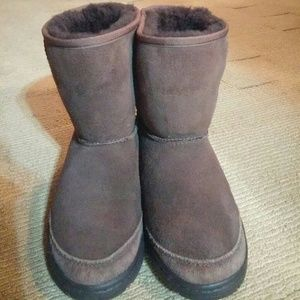 UGG Shoes - UGG Authentic Chocolate Cls Short Boots sz6
