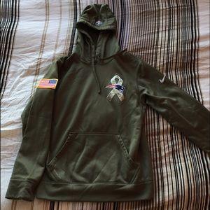 new york b3786 00cd8 New England Patriots Salute to Service Nike Hoodie