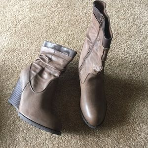 High heels brown boots