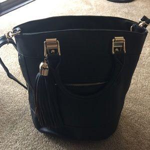 Large handbag in black color