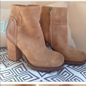 IN SEARCH OF SAM EDELMAN BOOTIES