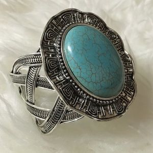 • Turquoise silver cuff •