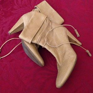 Shoes - Snakeskin leather booties