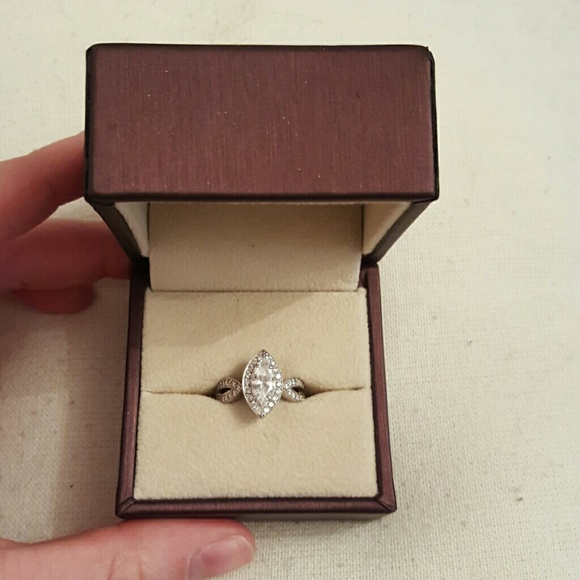 Jewelry - 💍 ONE HOUR SALE Unique Marquis Engagement Ring