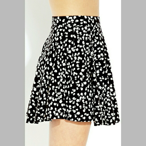 Spin and yet looking fab in our trending collection of skater skirts. Be ready to fall in love with them as they are a must-have piece that works well with any basic tees to sexy crop tops and off-shoulders. Check out our wide array of styles from classic black, femme florals, plaid, stripes to tropical prints.