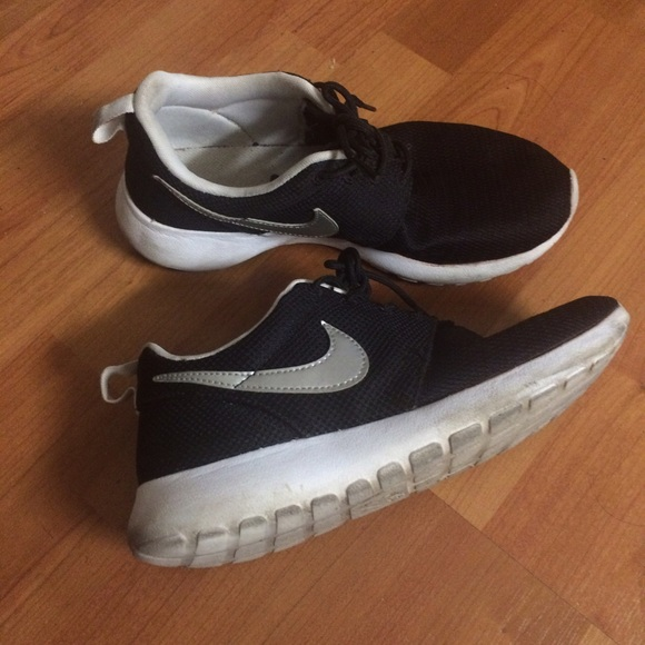 84555347df Nike black roshes with silver swoosh. M 56414ad6c28456d517004d9a