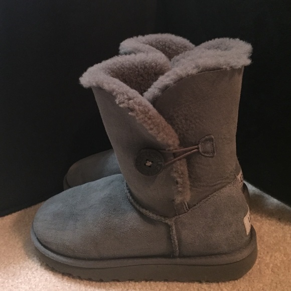 Bailey Button UGG Boots (Women; Size 8)